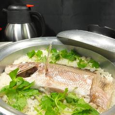 料理メニュー写真釣った鯛で鯛飯