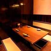 2名様~の少人数様向け個室は女子会やデートに最適◎間接照明の柔らかな光で包み込まれた空間が自慢。仕切りがあるため、人目や他人の視線を気にせずお客様だけの空間に包まれること間違いなし。(渋谷/居酒屋/個室/焼き鳥/和食/誕生日/女子会/貸切/宴会/3時間飲み放題)