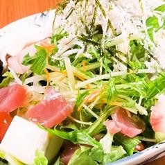 料理メニュー写真新鮮野菜と豆腐の海鮮サラダ