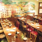 パーティー時は、テーブルを組み合せ、人数に応じたお席をご用意します!