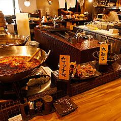 厳選した食材やできたてのお料理がカウンターに並びます!