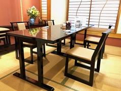 楽に座れるテーブルをご用意しました!大人数でのご予約も大丈夫です!!