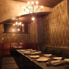 C-floor【ソファー席】女子に人気♪ ディナーはデートや女子会に人気のあるスタイリッシュ空間♪