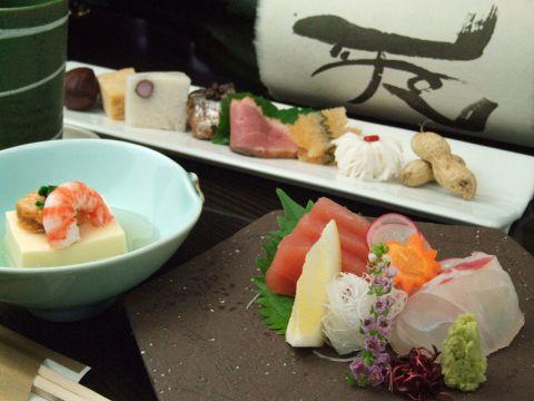 井の頭公園の四季の移ろいを感じながら旬の味覚を味わえる日本料理のお店。