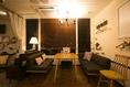 ソファー、カーテン、ブラインドで個室を演出♪…(椅子を足して6名)