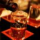 落ち着いた雰囲気でゆったりとお酒を愉しむ。