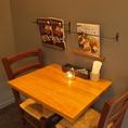 お二人用のテーブル席もご準備しております。