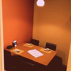 【接待や晴れの日にも】プライベート個室はお食事会やカジュアルな接待にも最適なお部屋。完全個室で落ち着いた内装の店内おご利用ください。宮城名物を堪能できるコースやお料理も様々ご用意。