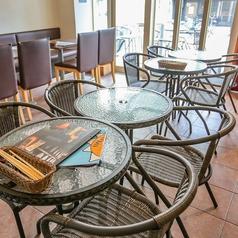 おしゃれな丸いカウンターテーブルは、デートなどでもオススメです♪当店は、貸切も承っておりますので、詳しくはお気軽にお問合せくださいませ。