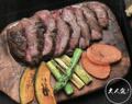 料理メニュー写真国産 牛鉄板焼 2種のソースと共に