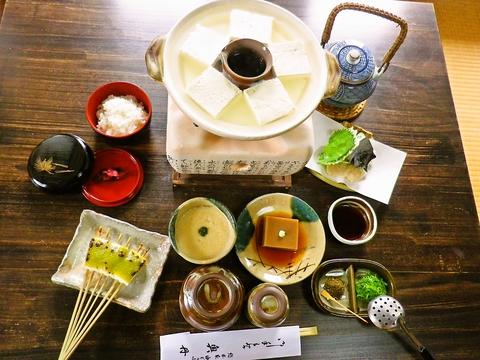 こころに残るおもてなしを。三百七十余年の伝統の豆腐を、美しい景色と共にどうぞ。