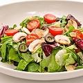 料理メニュー写真ちょっと豪華な伊野菜のサラダ
