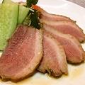 料理メニュー写真鴨ロース (国産) サラダ添え