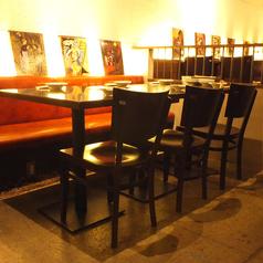 おしゃれなソファーテーブル席は仲間同士の飲み会・女子会などにおすすめです。スペイン料理に舌鼓♪