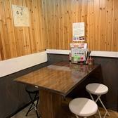 テーブル席もご用意しております。ご家族やお子様も歓迎いたしますので、皆さまオリジナルの油そばをテーブル席でお楽しみください!