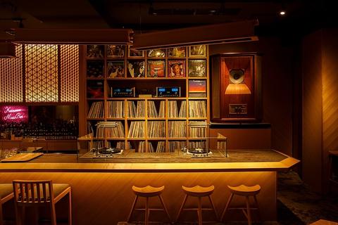 最高峰のサウンドシステムによる良質の音楽と、石川の旬の食材をふんだんに使った料理