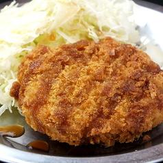 料理メニュー写真コロッケ/ポテトサラダ/おかわりもやし肉あんかけ(1人前)