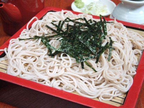 赤坂で愛され続けて60余年…。老舗の蕎麦のこだわり[手打ち麺]と[ツユ]を堪能下さい。