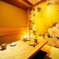 天然木をふんだんに使った江戸風な個室を各種ご用意しております。他では味わえない高級感などを味わえ接待などにはピッタリな落ち着いた空間となっております。