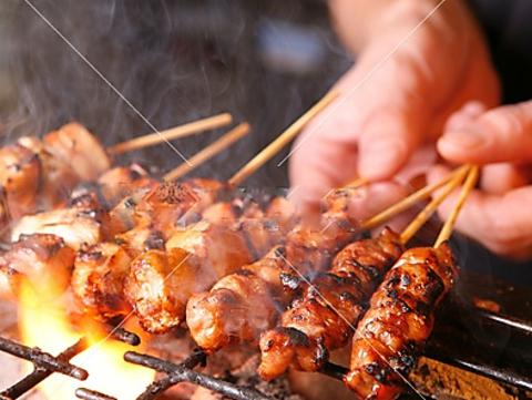 【曜日限定クーポン有】自慢の焼鳥や手羽先、鍋料理など予算に合わせて多数ご用意!