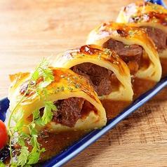 料理メニュー写真和牛赤ワインデミグラス煮込みのパイ包み
