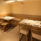 ご宴会にも最適!女性同士にも人気のテーブル席。楽しいひと時をお過ごしください。