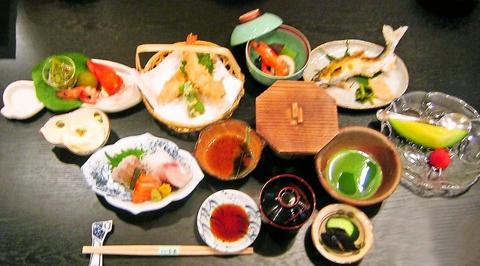 旬の食材を使ったお料理が、リーズナブルな価格でいただける、本格懐石のお店。