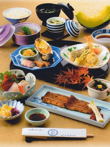こだわりの料理や四季の食材はもちろんのこと、特注品の器も楽しめる※舞コース