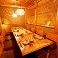 【杜若(かきつばた)の間】広々とした個室は、ゆったりとしていて寛げる空間。料理はもちろん、雰囲気からも江戸仕込みの和の空気を感じることが出来る。贅沢に寛げる空間で味わう至極の料理は、お客様に極上の時間を届けてくれます。