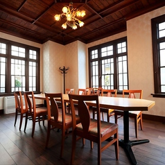 大正時代の応接間を利用した洋室6~10名様※コース料理・会席料理いづれかご注文で個室利用可。