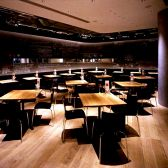 人数によりさまざまなレイアウトのお席をご用意します。貸切最大120名様まで対応致します。二次会やウェディング、会社宴会等に。