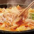 昭和食堂名物、「虎焼き」!!!コチュジャンベースで12種類の調味料で作った秘伝のだしを石鍋で♪辛さを「1~5」まで選べます!さらにトッピングも9種ご用意。お好みのトッピングを追加して、さらに「虎 焼き 」をグレードアップして自分好みにアレンジ!旨辛で体もポッカポカ♪(※2人前から注文可)