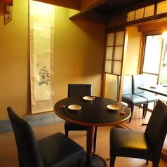 【2階円卓席】3名様席の円卓。友人同士や普段ランチやのお食事での利用に最適な席です。