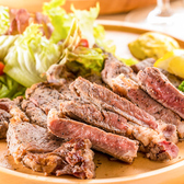 【本格肉バル】落ち着きがあり、洗練された洋空間で味わう当店自慢の絶品肉バル料理をご堪能ください。ご利用シーンに合わせて心置きなくゆったりとお寛ぎ頂ける空間をご提供いたします♪各種ご宴会や飲み会にピッタリの肉バル宴会コースも、最大3時間飲み放題付で3278円~豊富にご用意しております◎