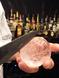 美味しいお酒に…。丸氷はお店で削るこだわり。