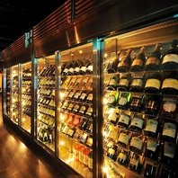 ワインセラーには200本以上のワインが