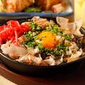 料理メニュー写真長芋と名月卵の鉄板お好み焼き
