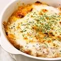 料理メニュー写真■新ジャガイモと特製ミートソースのチーズ焼き