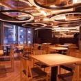 新宿の夜景が見える、根強い人気のオープンラウンジスペース