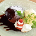 料理メニュー写真フォンダンショコラ バニラアイス添え
