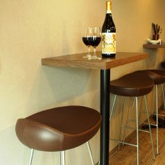 小ぶりに作ったテーブル席。
