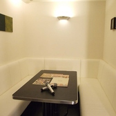 カラオケ個室は【白】【赤】【黒】の3部屋