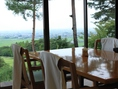 窓際のテーブル席は嬉しさ満点♪(2)