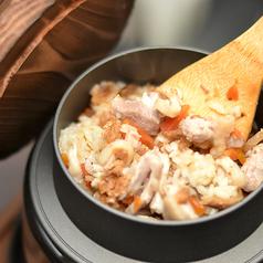 料理メニュー写真鶏五目釜飯