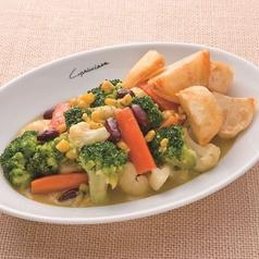 料理メニュー写真温野菜のバター風味 揚げポテト添え