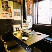 4名様用のテーブル席!仕事終わりや友人との飲み会などにご利用下さい♪