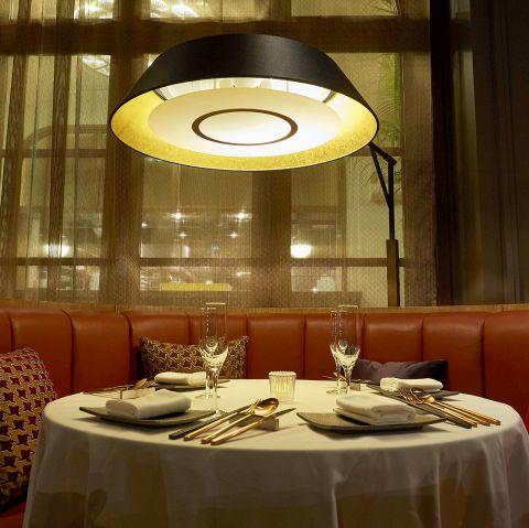 大阪城天守閣の目の前。歴史的建造物をリノベーションし、歴史とトレンドが融合するレストランがこの秋、オープンします。歴史と伝統を感じる空間で味わう上質な料理で、ここでしかなかなか体験できない非日常な時間をお過ごしいただけます。