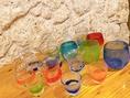 【★グラスにもこだわりを★】色とりどり、形も様々な琉球グラスをご用意しています。可愛いグラスで飲むお酒は格別♪泡盛以外にも梅酒や果実酒を飲むのにもオススメです♪