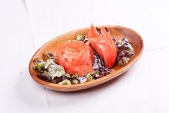 料理メニュー写真トマトサラダ/エビサラダ