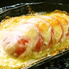 料理メニュー写真トマトチーズ焼き